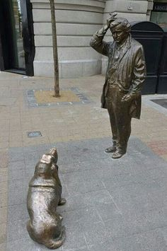 A statue of the legendary, fictional detective, Lt. Frank Columbo, with his loyal bassett hound: in Budapest. Columbo Tv Series, Columbo Episodes, Columbo Peter Falk, Romain Gary, Basset Hound Dog, Beagle Puppies, Labrador Retriever Dog, Bull Terrier Dog, Old Tv Shows