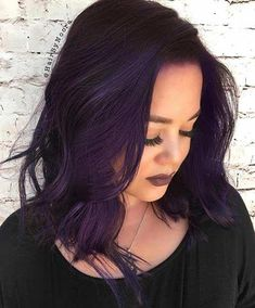 Purple hair don't care Dark Purple Lob Hairstyle Is Spring Cleaning Or Easter Eggs Th Dark Ombre Hair, Dark Purple Hair Color, Best Ombre Hair, Ombre Hair Color, Dark Hair, Purple Tinted Hair, Violet Hair Colors, Purple Colors, Curly Purple Hair