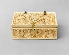 Small casket,950-1000,made probably in Constantinople,byzantine. Ivory,with gilt-copper alloy mounts.