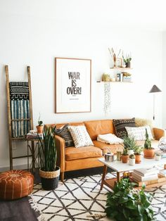 60 Beautiful Bohemian Living Room Makeover Ideas – - Trend Home Dekor Bohemian Living Rooms, Living Room Interior, Moroccan Decor Living Room, Bohemian Decor, Living Room Pouf, Bohemian House, Bohemian Pillows, Living Room Ideas Leather Couch, Living Room With Plants