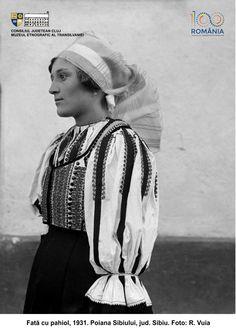 PRIVIND ISTORIA ÎN OCHI. 100 DE PORTRETE DE ȚĂRANI TRANSILVĂNENI | Muzeul Etnografic al Transilvaniei Folk Costume, Costumes, Peasant Blouse, Romania, Winter Hats, Photography, Folklore, Collection, Canvas