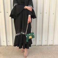 Abaya Fashion, Muslim Fashion, Modest Fashion, Fashion Dresses, Dubai Fashion, Mode Abaya, Abaya Designs, Hijab Fashion Inspiration, Modest Wear