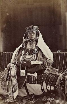 Une femme de la tribu des Ouled Naïl à Biskra, 1878