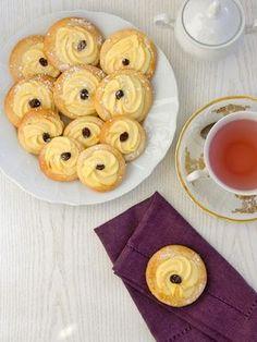 Pradobroty: Linecké koláčky s tvarohem Doughnut, Pineapple, Goodies, Food And Drink, Favorite Recipes, Fruit, Breakfast, Sweet, Projects