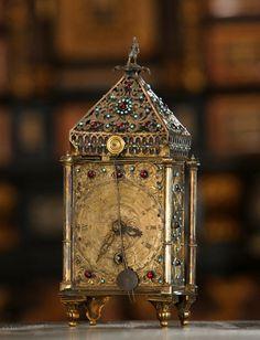 Rajotte-né Nádasdy Erzsébet adományozta a sárvári Nádasdy Ferenc Múzeumnak azt az órát, amely a családi hagyomány szerint a Nádasdyak egykori, Sárváron őrzött műkincsgyűjteményébe tartozott. Royals, Clock, Neon, Wall, Home Decor, Watch, Decoration Home, Room Decor, Clocks