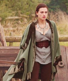 Not a fan of the necklace but I actually like the outfit.