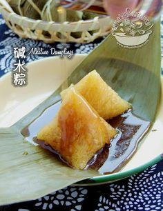 A taste of memories -- Echo's Kitchen: Kee Zhang/Alkaline Dumplings 碱水粽 Malaysian Dessert, Malaysian Food, Savory Rice, Savory Snacks, Dumpling Festival, Nyonya Food, Chinese Dumplings, Making Dumplings, Chicken Spring Rolls