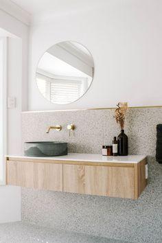 Mooi qua kleur, vorm bak en verdeling wand Downstairs Bathroom, Bathroom Renos, Laundry In Bathroom, Bathroom Layout, Bathroom Renovations, Remodel Bathroom, Bathroom Tapware, Bathroom Ideas, Carrara Marble Bathroom