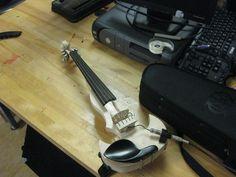 Résultats de recherche d'images pour «make electric violin»