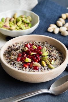 Try this Peruvian porridge with quinoa and amaranth! It's 100% vegan, gluten free and nutritious! It's yummy AND healthy, what more can you ask for? Click  through to see the recipe!