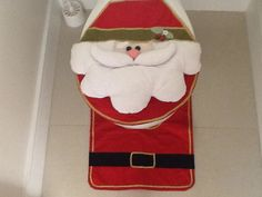 Jogo de banheiro tema Papai Noel com apliques em feltro.  Deixei sua casa mais bonita neste Natal. R$ 145,00