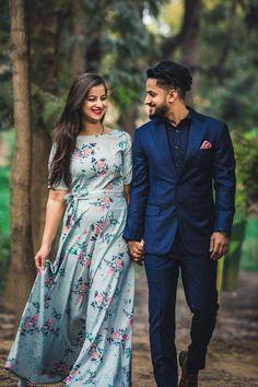 Awe-Inspiring Couple Poses For Pre Wedding Photography! Indian Wedding Couple Photography, Wedding Couple Photos, Wedding Couple Poses Photography, Romantic Photography, Wedding Couples, Best Couple Pictures, Bridal Pictures, Outdoor Photography, Portrait Photography
