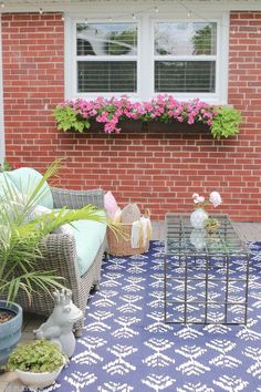 Get your patio ready for spring with a new rug and some plants! Love these tips to create a gorgeous outside space for the summer.
