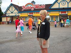 An awesome lady and a fantastic place to visit! Pat Koch assumes her post outside the main gates of Holiday World & Splashin' Safari in Santa Claus, Ind. Holiday World, Smile Face, Girls Out, Gates, Indiana, Safari, Fun Facts, Places To Visit, Santa