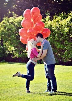 Engagement photo red balloons