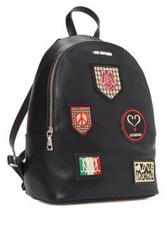 Ayarlanabilir sırt askılı, kulplu, fermuar kapatmalı, iç ve cepli sırt çantası. Logo detaylı, nakışlı.26x35x11 cm