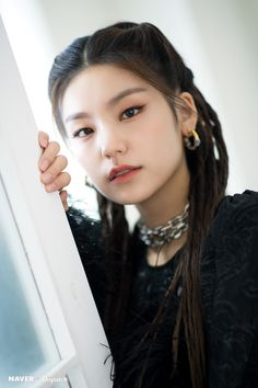 ITZY's Yeji the second mini album 'IT'z ME' promotion photoshoot by Naver x Dispatch. Kpop Girl Groups, Kpop Girls, Friend Pictures, New Girl, Kylie Jenner, Korean Girl, Asian Girl, Mini Albums, Girl Fashion