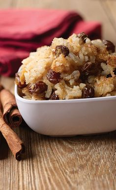 This recipe for Old Fashion Rice Pudding comes from Look What's Cookin' from The Neva Blackmon Society of Lees Chapel Advent Christian Church. The post Old Fashion Rice Pudding appeared first on Dessert Factory. Mango Pudding, Oreo Pudding, Chia Pudding, Rice Pudding Recipes, Pudding Desserts, Rice Puddings, Rice Pudding Baked, Chocolate Pudding, Recipe For Old Fashioned Rice Pudding