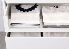 Bij het inrichten van je kast denk je best eerst even na welke kleding je het meest gebruikt en wat best wel wat verder weg opgeborgen mag worden.