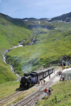 DFB 1 pauses at the Furka summit station with a Gletsch to Realp working Choo Choo Train, Swiss Railways, Train Pictures, Steam Locomotive, Train Travel, Travel Agency, Dream Vacations, Travel Style, Around The Worlds