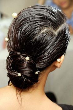 These wedding hairstyles are stunning. Whether you're getting married, being a bridesmaid or simply the guest of honour at a wedding this year, we've got the perfect wedding hairstyles for you: from classic up-dos to Boho down-dos. Wet Look Hair, Wet Hair, Hair Looks, Hair Buns, Best Wedding Hairstyles, Sleek Hairstyles, Wedding Hair And Makeup, Hair Makeup, Bridal Hair Inspiration