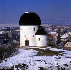 Az ösküi kerektemplom. A templom egy római őrtoronyra épült a 11. században.