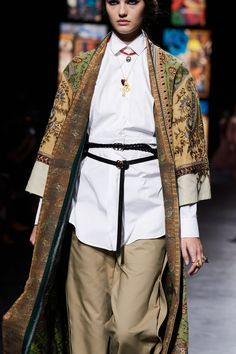 Christian Dior Spring 2021 Ready-to-Wear collection, runway looks, beauty, models, and reviews. Dior Fashion, Vogue Fashion, Urban Fashion, Fashion Brands, Fashion Show, Vogue Paris, Christian Dior, Jacquemus, Dior Couture