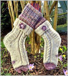 im Ganzen - Claudia Lace Patterns, Knitting Patterns, Crochet Patterns, My Socks, Cool Socks, Free Crochet, Knit Crochet, Cross Stitch Pattern Maker, Girls Socks