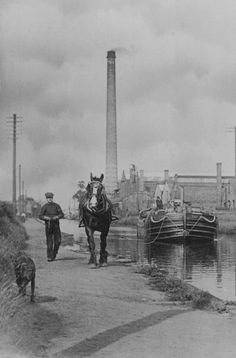 Bridgewater Canal at Broadheath, Cheshire in the early years of the twentieth century, probably the The large chimney is the Linotype works at Broadheath. Canal Barge, Canal Boat, Bridgewater Canal, South Manchester, Steam Boats, Living On A Boat, Narrowboat, Black Bear, North West