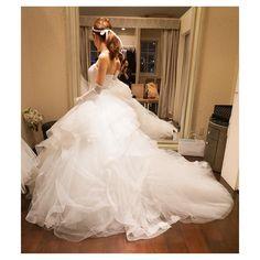 * ウェディング衣装合わせ☺︎♩ これは今までで1番のボリューム♩ * みんながなかなか近寄れないぐらいの ボリュームみたいだけど、 アートグレイスグレイスのチャペルでは すごく目立ってよさそう * パイピングのドレスは今年の流行りに なりそうという情報 * #プレ花嫁#結婚式準備#ウェディングドレス#衣装合わせ#アクアグラツィエ#LUISA#プリンセス#パイピング#ドレス迷子#wedding#weddingdress#2016秋婚#2016花嫁