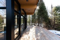 Our cabin rentals in Canada come in all shapes and sizes. They reflect the ideology and taste behind the visionaries who make them come to life - rent them ! Walk In The Woods, Cabins In The Woods, Scandinavian Cabin, Stations De Ski, Destinations, Cabin Rentals, Vacation Rentals, Boutique Homes, Wooden Decks