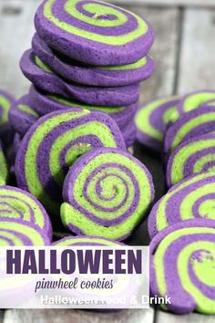 Make Halloween pinwheel cookies for a fun and color way to celebrate! Halloween cookies are a fun alternative to candy! Make Halloween pinwheel cookies for a fun and color way to celebrate! Halloween cookies are a fun alternative to candy! Halloween Desserts, Buffet Halloween, Halloween Torte, Pasteles Halloween, Halloween Backen, Halloween Cookie Recipes, Halloween Cookies Decorated, Hallowen Food, Halloween Fruit