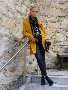 Senf sorgt nicht nur auf dem Gaumen für Geschmack #Damenmode #Herbst #Trendfarbe #Senf #Mantel