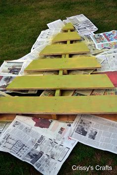 Crissy's Crafts: Pallet Christmas Tree...tutorial  ~ Would be great for the front porch, with lights on it.