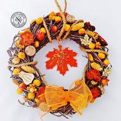 Nyírfavessző ajtódísz narancsszínben - megvásárolható a webáruházban Wreaths, Halloween, Fall, Blog, Home Decor, Fall Season, Autumn, Room Decor, Blogging
