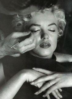 Basic Fashion Tips .Basic Fashion Tips Vogue Fashion, Fashion Tips, Ladies Fashion, Fall Fashion, Style Fashion, Marilyn Monroe Gif, Princess Diana Rare, Norma Jeane, Charlize Theron