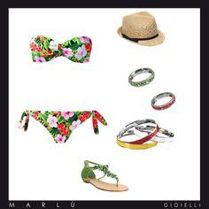 Siamo pronti per il mare! Costume fiorato, bracciali e anelli colour your mood, cappello in paglia e sandali verdi!