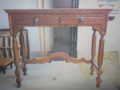 Vecchio scrittoio in legno