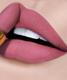 Lipstick Kit For Travelling - Make-up Lipstick For Fair Skin, Lipstick Art, How To Apply Lipstick, Lipstick Shades, Lip Art, Lipstick Colors, Applying Lipstick, Lip Colours, Berry Lipstick