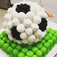 Torta marshmallows festa di compleanno tema calcio Soccer Birthday, Soccer Party, Grad Parties, Holidays And Events, Marshmallow, Buffet, Projects To Try, Baby Shower, Candy