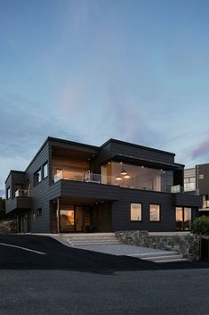 Dream House Interior, Luxury Homes Dream Houses, Dream Home Design, Modern House Design, Black House Exterior, Dark House, Home Building Design, Modern Architecture House, Modern House Facades