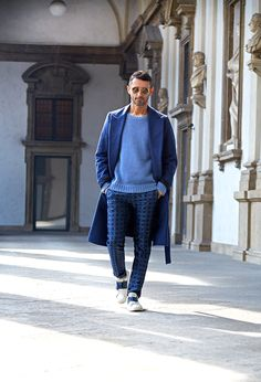 Milan Issue: Journalist Simone Marchetti's Insider's Guide Tory Daily Mens Fashion Week, Unisex Fashion, Men's Fashion, Fashion Styles, Burberry Men, Gucci Men, Stylish Men, Street Style Women, Autumn Winter Fashion