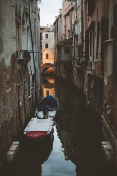 Canals of Venice Italy | photography by http://www.nomadic-habit.com