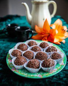 Brigadeiros- Brasilianska chokladtryfflar - ZEINAS KITCHEN Homemade Sweets, Zeina, Munnar, Christmas Treats, Holidays And Events, Cereal, Strawberry, Candy, Fruit