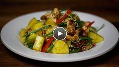 Kip uit de wok met ananas en peultjes - recept | 24Kitchen