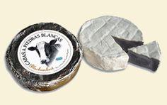Blackambert Argentino Queso de leche de vaca con una particularidad: su pasta blanda y cremosa, característica de un tipo Camembert, está teñida con tinta de calamar, lo que le da un particular colorido gris oscuro a negro y de allí su nombre. Esta coloración de su pasta contrasta con el blanco de la corteza de hongos (comestibles) que le confieren un aspecto aterciopelado. Su sabor es suave, cuando joven, y el ingrediente que da su color no aporta sabor alguno.