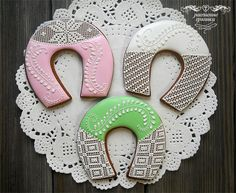 Horseshoe Wedding Cookies | Cookie Connection Tea Cookies, Sugar Cookies, Christmas Doodles, Wedding Cookies, Cross Stitch Designs, Royal Icing, Cake Designs, Cookie Decorating, Gingerbread
