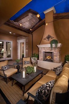 Take your patio layout design to the next level with our list of favorite ideas. Whether it is large patios, or fire pits you will find everything you need Simple Outdoor Kitchen, Outdoor Kitchen Design, Outdoor Rooms, Outdoor Living, Outdoor Kitchens, Outdoor Seating, Le Colorado, Lone Tree, Outdoor Fireplace Designs