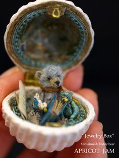 jApricot Jam - teddy in a tiny jewelry box