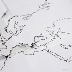 [DIY] – Pour décorer : la mappemonde en liège Photo Vintage, Deco Originale, Bullet Journal, Voici, Home Decor, Animation, Bedroom, Projects, Earth Map 3d